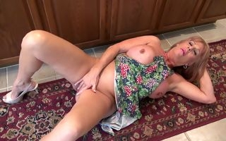 Horny mature housewife in raw scenes of pure passion