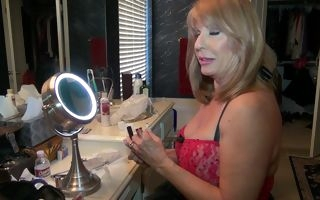 Perfect mature is ready for her naughty cam show