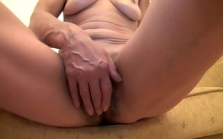 Mature with hairy pussy slutty solo display on cam