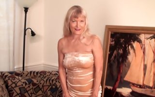 Amateur granny reveals her slutty side in naughty solo